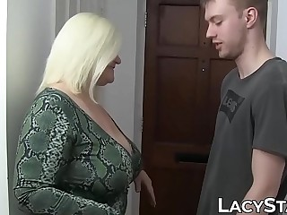 Super hot GILF Lacey Starr dicked by hung youthfull lover