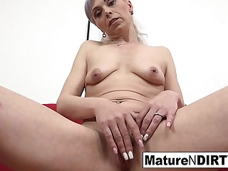 Hot mature wants her asshole filled with jizz