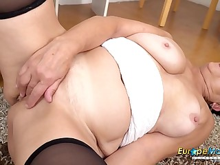EuropeMaturE Watch her Aged Smooth Pussy Going Wet