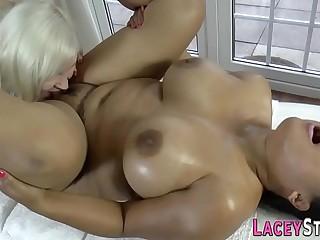 Mature masseur eats out