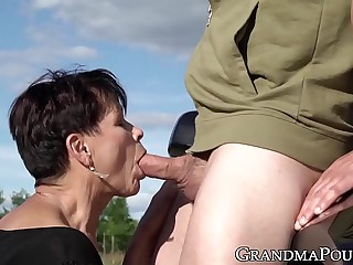 Mature succubus sucks off hung youngster on roadside