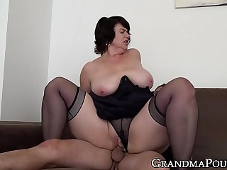 Mature babe pussy filled up with dick after blowjob