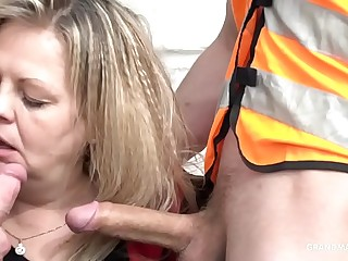 Horny mature mom stops and sucks the construction workers on site