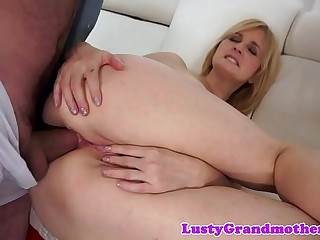 Highheeled grandma gets her nut banged