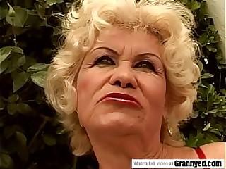 Cocksucker granny pornstar Effie got blowbanged