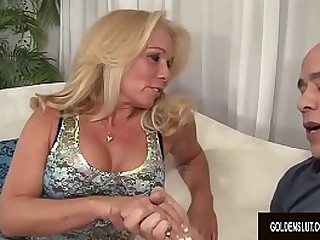 Blonde Granny Crystal Taylor Enjoys Getting Her Pussy Stretched
