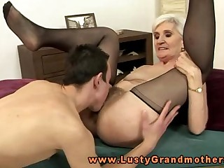 Blonde mature granny cunt eating