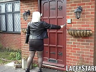 Horny Brit granny earns juicy facial