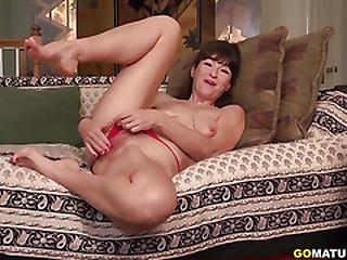 American temptress Gina pleasuring herself