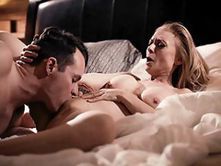 Hot sugar mommy Nina Hartley gets wild on bed