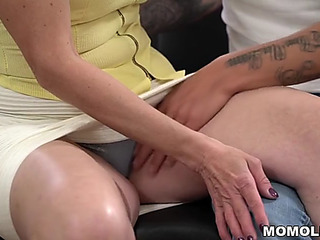 Youthfull boy bonks saggy caked mommy