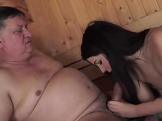Old stud copulates a juvenile lady
