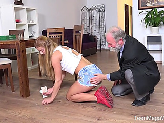 Teenmegaworld menacingthreatening oldnjuvenile threateningmenacing old dude pays a sexy delivery