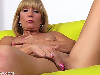 Hot solo older blond erotically plays with her snatch