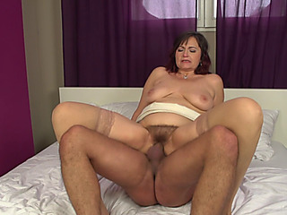 Older doxy Jolene threatening(43)menacing getting a throat full